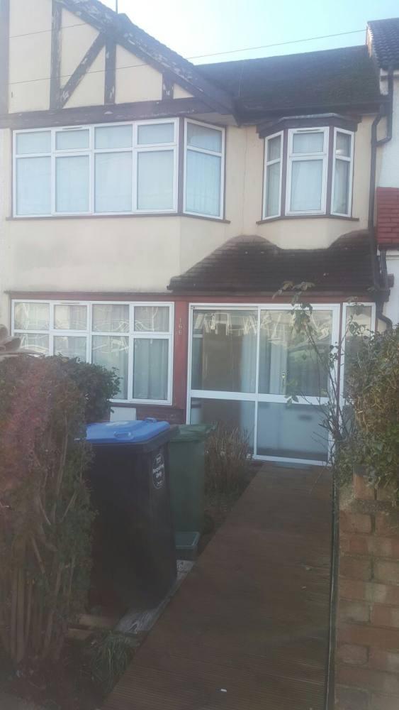 4 bedroom house - Lyon Park Avenue Wembley