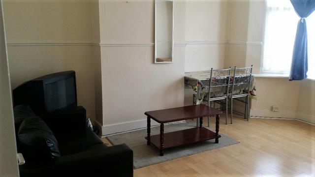 1 Bedroom First Floor Flat, Ilford lane, IG1